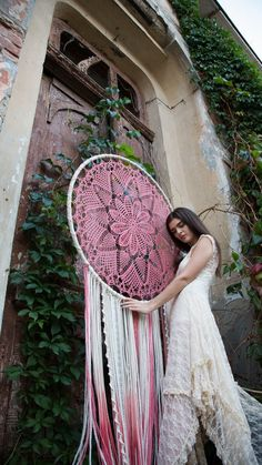 Add a bohemian vibe to your space with this beautiful large dreamcatcher! This boho decor will express your artistic personality and free spirit. Your home will radiate peace and serenity. Our studio offers boho dream catcher wall hangings, wall art Grand Dream Catcher, Dream Catcher Craft, Large Dream Catcher, Dream Catcher Boho, Doily Dream Catchers, Art Mur, Wall Art, Dreamcatcher Crochet, Dreamcatchers Diy