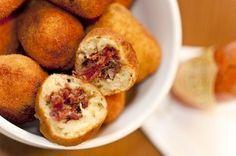 Receita Dedo de Moça: Bolinho de mandioca com carne seca