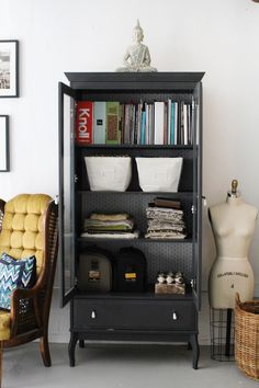 Erin Gates of Elements of Style - office tour via The Everygirl. Could DIY with a thrift store find. Wallpaper Shelves, Erin Gates, Ikea Cabinets, Elements Of Style, Reno, Beautiful Interiors, Home Bedroom, Furniture Makeover, Quartos