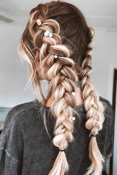 Side Braids Hairstyle For Spring Season Wearing lovely and elegant spring hairstyles is the best way to show your appreciation of the long-awaited season! Check out our inspiring ideas to meet. Side Braid Hairstyles, Spring Hairstyles, Elegant Hairstyles, Cool Hairstyles, Hairstyles Haircuts, Hairstyle Ideas, Fashion Hairstyles, Short Haircuts, Wedding Hairstyles
