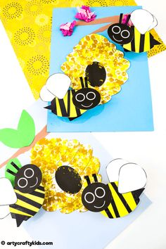 Bobble Bee Paper Craft - A super fun and easy Spring craft for kids! with our printable bee template, these bees will buzz and bounce around their beehive! Bee Crafts For Kids, Creative Activities For Kids, Easy Arts And Crafts, Spring Crafts For Kids, Arts And Crafts Projects, Projects For Kids, Fun Crafts, Art For Kids, Lamb Craft