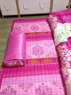Traditional Korean Pillow : Korean traditional blankets and pillows by Gang Geum-seong (Culture Ministry) Eastern flow ...