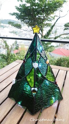Glass art Projects Fun Crafts - Glass art On Wall - Glass art Videos Ideas - Sea Glass art - - Stained Glass Ornaments, Stained Glass Christmas, Stained Glass Crafts, Stained Glass Designs, Stained Glass Panels, Fused Glass Art, Stained Glass Patterns, Alcohol Ink Glass, Alcohol Inks
