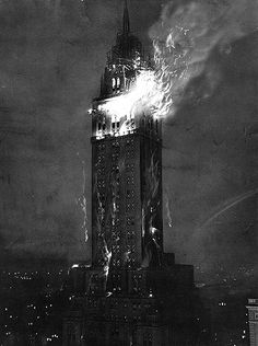 Terrifying! The Sherry - Netherland Hotel Fire on the 32nd floor in New York City. Unknown photographer, 1927