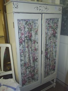 Tall cabinet with a fabric backed chicken wire finish to the doors. It has a cream distressed finish. £125