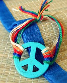 Easy tutorial for a cute peace sign bracelet. Maybe weave the threads?