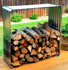 Check out these super easy DIY outdoor firewood racks. You can store your wood clean and dry and it allows you to buy wood in bulk, saving you money. Learn how to build a firewood rack today! Indoor Firewood Rack, Firewood Holder, Firewood Storage, Outdoor Fire, Indoor Outdoor, Outdoor Living, Stacking Wood, Stacking Firewood, Wood Shed
