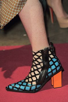 3a1dc8a848724 Marques Almeida at London Fall 2016 (Details) Chaussures Femme, Bottes,  Soulier,