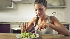 Orthorexia , obsession for healthy food Natural Health Tips, Health Tips For Women, Food Disorders, Healthy Options, Healthy Recipes, Healthy Food, Vegan Store, Kili, Healthy Eating Habits