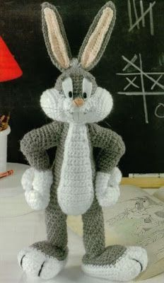 """Amigurumi Bugs Bunny - patrón gratis en Español  para descargar en PDF ( click"""" BugsBunny.pdf"""") http://amigurumies.blogspot.com.es/2013/04/bugs-bunny.html"""
