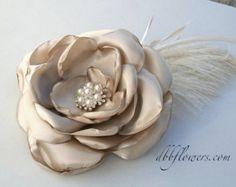 Burgundy Fabric Flower: Vintage-Inspired por DinkybirdBoutique