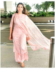 Pakistani Fashion Casual, Indian Fashion Dresses, Pakistani Dresses, Frock Fashion, Eid Dresses, Suit Fashion, Modest Fashion, Fashion Outfits, Indian Designer Suits