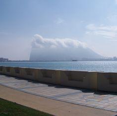 La Línea de la Concepción, Algeciras.  Bonita imagen del Peñon de Gibraltar.  Pulse en la fotografía para ver información turística de Algeciras.