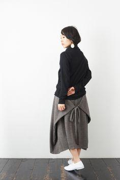 SARAXJIJI ソフトウール フォールドスカート(2color) - poooL (online shop) Clothes Rail, Diy Clothes, Model Rok, Convertible Clothing, Effortless Chic, Dress Sewing Patterns, Fashion Sewing, Fashion Outfits, Womens Fashion