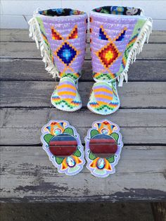 The History Of Native American Jewelry. Powwow Beadwork, Indian Beadwork, Native Beadwork, Native American Moccasins, Native American Regalia, Native American Beadwork, Beading Ideas, Beading Projects, Beaded Jewelry Patterns