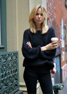 Elin Kling wearing Isabel Marant sweater. Minimalist Fashion, Isabel Marant, Elin Kling, Tanks, French Chic, Silhouettes, Lässiger Look, Parisian Chic, Scandinavian Style