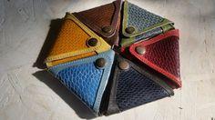 Porte-monnaie triangle en peau de queue de castor par AtelierQTanne