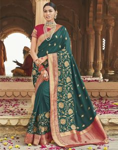 Magnificent Rama Green Silk Saree designed with Zari-Resham Embroidery. Maroon Raw Silk Blouse Comes as an Unstitched Material.The Blouse comes as Unstitched Material) Indian Designer Sarees, Designer Sarees Online, Teal Fabric, How To Dye Fabric, Green Silk, Teal Green, Cotton Saree, Cotton Silk, Traditional Silk Saree
