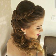 Resultado de imagen de peinados de 15 años con pelo suelto y corona