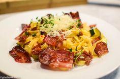 Tagliatelle med Bacon, grønnsaker og pinjekjerner – en god hverdagsrett. – Gladkokken