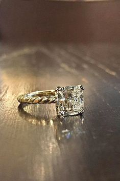 diamond princess cut engagement ring Love how the band and single makes it look vintage. Pretty Rings, Beautiful Rings, Diamond Wedding Rings, Diamond Rings, Oval Rings, Solitaire Engagement, Wedding Engagement, Bling Bling, Fru Fru