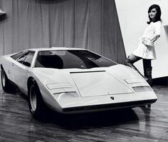 Car of the day: 1971 Lamborghini Countach Concept. That model looks like a bond girl! :-) cc: @CMoz pic.twitter.com/czfKN4GSzP