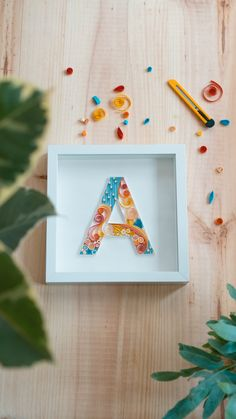 Create your initial with Quilling or Filigree - Step by step to create your first letter using the Quilling or Filigree technique. Diy Crafts Hacks, Diy Crafts For Gifts, Diy Arts And Crafts, Creative Crafts, Cd Crafts, Handmade Crafts, Paper Quilling Patterns, Quilling Paper Craft, Paper Crafts Origami
