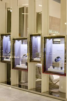Parisian jewellery house, Messika, has opened a pop-up store in the ground floor Wonder Room at Selfridges, London. Jewelry Store Displays, Jewellery Shop Design, Jewellery Showroom, Jewelry Shop, Window Display Design, Wall Decor Design, Colorful Interior Design, Counter Design, Café Bar
