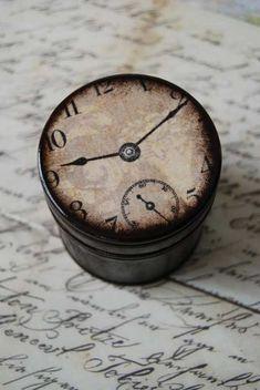 http://pinterest.com/angelasurace/retro-and-vintage-design/:    (vía Daylight Savings Time Wood Clock Box by Mmim on Etsy)