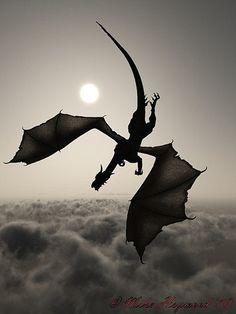 Çin efsanelerine göre Ejderha, ateşi soluyabildiği gibi, rüzgarı çağırabilir, yağmuru yağdırabilir. Bulutların arasında uçabilirken, denizlerin en derininde gizlenebilir. Gökyüzü kadar büyük, toplu iğne başı kadar küçük olabilir!