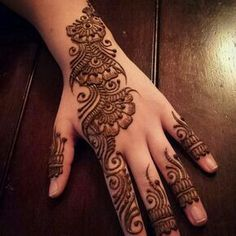 Get Very Easy Mehndi Designs Images for Beginners. We Have Updated Latest and Beautiful Mehndi Designs for Front Hand and Back Hand that are Easy with Step by Step Pictures. Easy Mehndi Designs, Latest Mehndi Designs, Bridal Mehndi Designs, Pretty Henna Designs, Henna Tattoo Designs Simple, Mehndi Designs For Fingers, Simple Mehndi Designs, Mehndi Simple, Mehendi