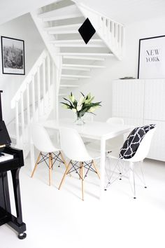 Dining room | Eames chairs | Black & White interior | Scandinavian home