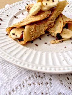Crepes: ½ cup rolled oats ½ cup almond milk 1 egg   Hot Nutella: 4 pitted dates 2 tbls coconut oil 2 tbls rice malt syrup 1 tbls hazelnut spread 2 tsp cacao ¼ cup water