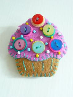 sweet little felt brooch