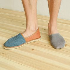 Wanna go sockless but exasperated of smelly feet or sweat ? Here's the solution .