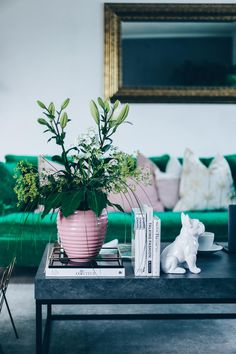 unsere neue wohnzimmer-einrichtung in grün, grau und rosa!
