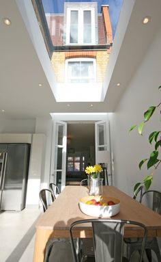 Light well right over french doors and then a large roof light further in dakraam Victorian Terrace, Victorian Homes, Skylight Blinds, Skylights, Roof Extension, Extension Ideas, Kitchen Diner Extension, Kitchen Extension Side Return, Flat Roof Lights