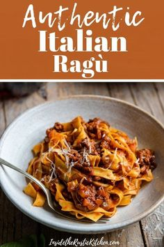 A classic Italian beef ragu that's easy and packed full of flavour! This ground beef ragu is made using only a few simple ingredients and can be used in so many ways. Toss it with fresh tagliatelle pasta, make it into lasagne with bechamel sauce or Italian Soup Recipes, Italian Beef, Best Dinner Recipes, Italian Dishes, Beef Recipes, Italian Pasta Recipes Authentic, Salsa Bechamel, Bechamel Sauce, Gastronomia