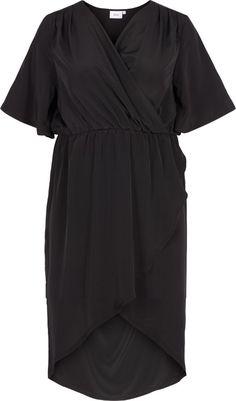 Denne smukke kjole fra Zizzi har et elegant snit.  Kjolen har en fin wrap-effekt og dyb udskæring.  Denne kjole er et perfekt bud på en fin kjole til sommeren og forårets fester