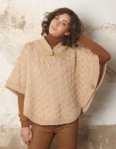 new for fall irish knit zip poncho with trinity knot zipper pull made in ireland - PIPicStats Knit Shrug, Knitted Poncho, Knitted Shawls, Knit Cowl, Capelet, Crochet Poncho Patterns, Crochet Shawl, Knit Crochet, Crochet Woman