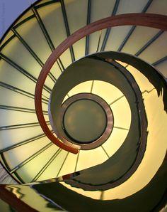 NAUTILUS Treppen • Weitere Treppenkonstruktionen unseres Mitgliedsunternehmens im Treppen Finder unter www.treppen.de/de/treppen-finder.html