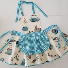 Cute apron - Sweet kitchen apron - Apron for womens - Cooking apron - Great gift idea for coffee lovers - Water repellent apron - Great gift idea for who coffee lovers … , , , - Retro Apron, Aprons Vintage, Sewing Hacks, Sewing Crafts, Sewing Projects, Coffee Lover Gifts, Coffee Lovers, Jean Apron, Diy Makeup Bag