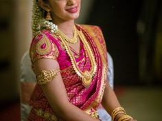 This post featuring picture of amazing South Indian Brides. Checkout South Indian Bridal Fashion as we bring you ideas & inspiration on South Indian Bridal Sarees, Blouse, Hair Style South Indian Wedding Saree, Indian Bridal Sarees, Wedding Silk Saree, South Indian Weddings, Indian Bridal Makeup, Indian Bridal Fashion, Indische Sarees, Indian Engagement, Engagement Photos