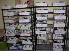 Creative way to organize mugs for sale Craft Room Storage, Storage Organization, Box Storage, Storage Ideas, Ebay Selling Tips, Selling Online, Ebay Office, What Sells On Ebay, Craft Show Displays