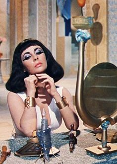 Elizabeth Taylor in Cleopatra by mizsmith Hollywood Icons, Golden Age Of Hollywood, Vintage Hollywood, Hollywood Glamour, Classic Hollywood, Hollywood Makeup, Divas, Elizabeth Taylor Cleopatra, Elizabeth Taylor Movies