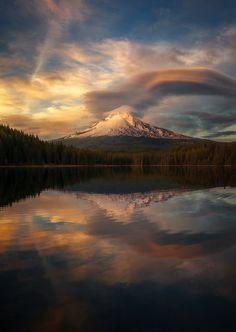 A beautiful sunset showcasing Mt. Hood as seen from Trillium Lake (Oregon) [OC] [8511200] #reddit