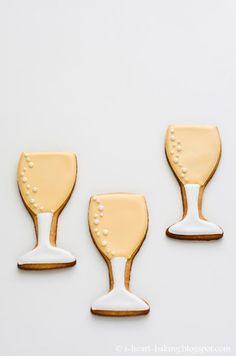 Champagne Glass Cookies champagne glass cookies - buttery sugar cookies decorated with royal icing Buttery Sugar Cookies, Sugar Cookie Royal Icing, Cookie Frosting, Wine Cookies, Cut Out Cookies, Wedding Shower Cookies, Bridal Shower, New Years Cookies, New Year's Desserts