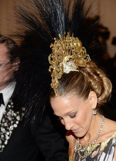 The most glamourous faux-hawk ever, courtesy of Sarah Jessica Parker (and Mr. Philip Treacy) #MetGala
