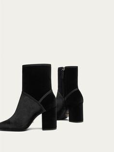 BOTIN TERCIOPELO NEGRO de MUJER - Zapatos - Ver todo de Massimo Dutti de Otoño Invierno 2017 por 59.95. ¡Elegancia natural!