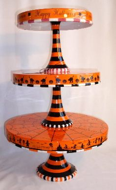 ) Three Tiered Server - Use individually for cakes, cupcakes or other treats Halloween Plates, Halloween Looks, Diy Halloween Decorations, Holidays Halloween, Spooky Halloween, Vintage Halloween, Halloween Cupcakes, Fall Decorations, Halloween Stuff
